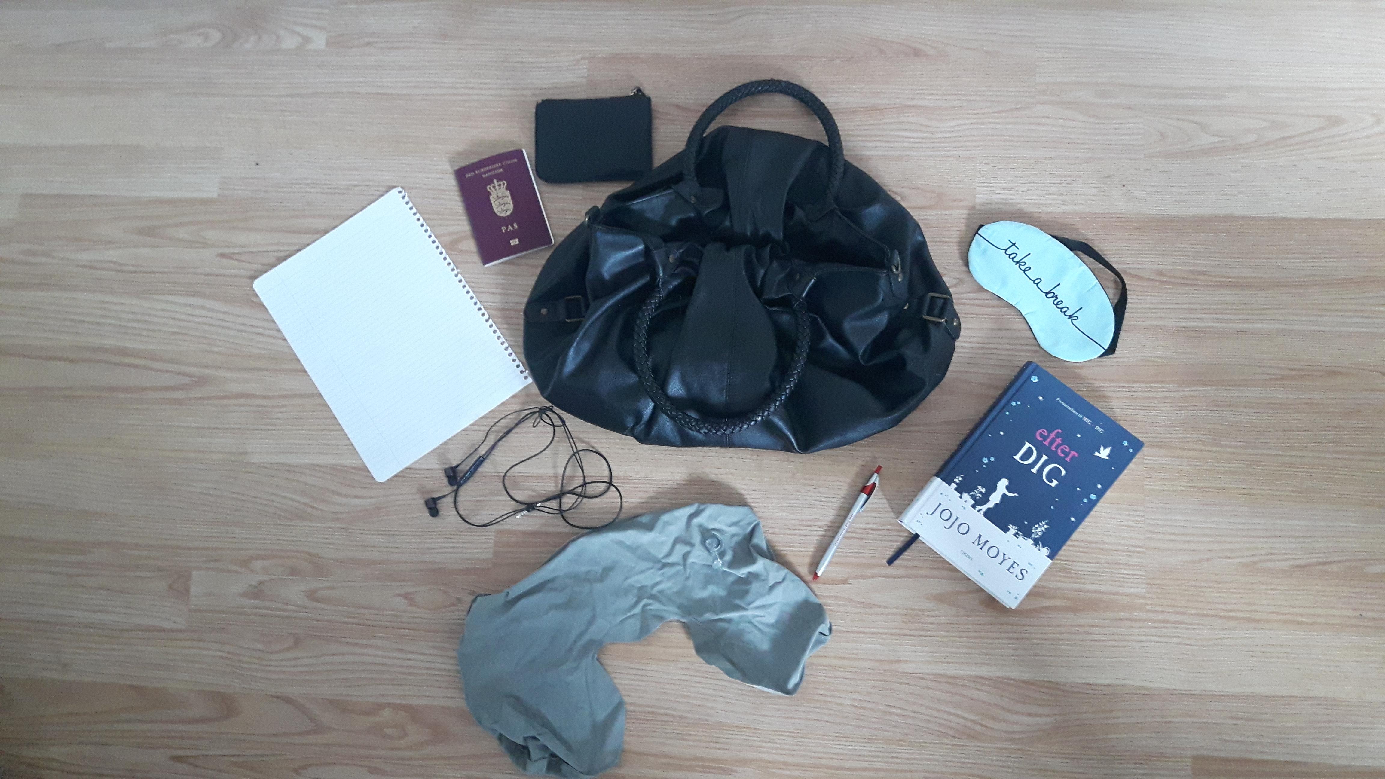 7 ting du skal have i håndtasken på flyrejsen
